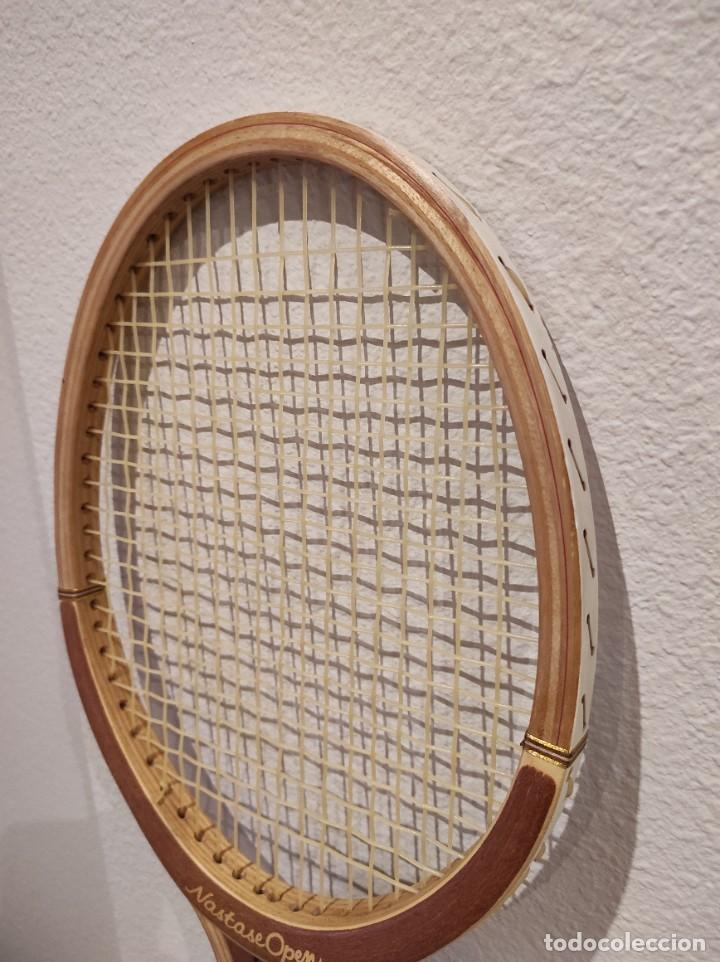 Coleccionismo deportivo: RAQUETA DE TENIS DE MADERA ADIDAS NASTASE OPEN -AÑO 1981- CON FUNDA, VINTAGE - Foto 4 - 262740930