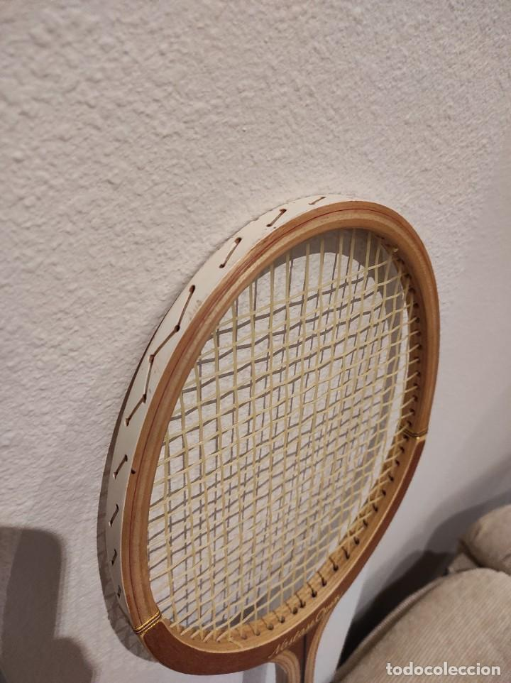 Coleccionismo deportivo: RAQUETA DE TENIS DE MADERA ADIDAS NASTASE OPEN -AÑO 1981- CON FUNDA, VINTAGE - Foto 5 - 262740930