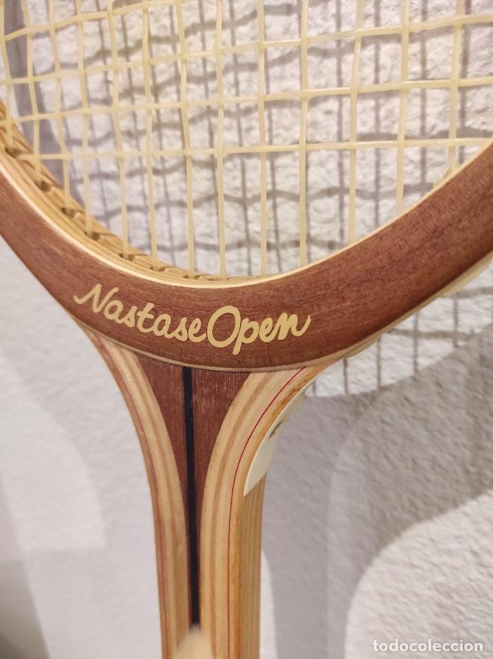 Coleccionismo deportivo: RAQUETA DE TENIS DE MADERA ADIDAS NASTASE OPEN -AÑO 1981- CON FUNDA, VINTAGE - Foto 10 - 262740930