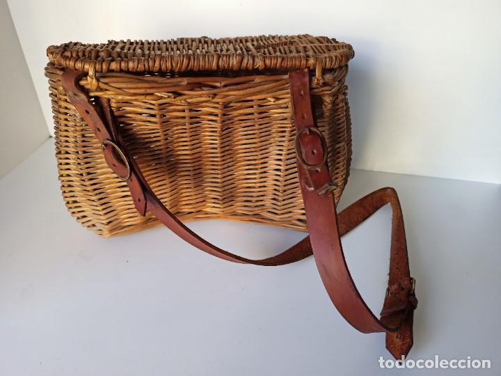 Coleccionismo deportivo: Antigua cesta de mimbre para pesca - Foto 2 - 266274448