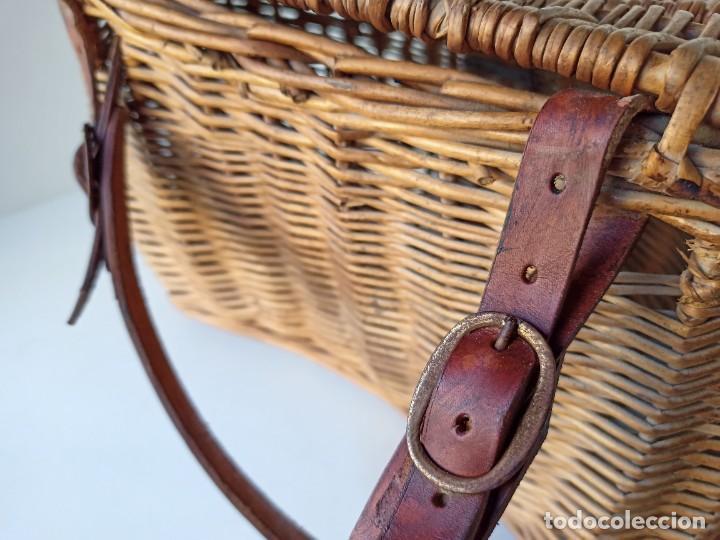 Coleccionismo deportivo: Antigua cesta de mimbre para pesca - Foto 4 - 266274448