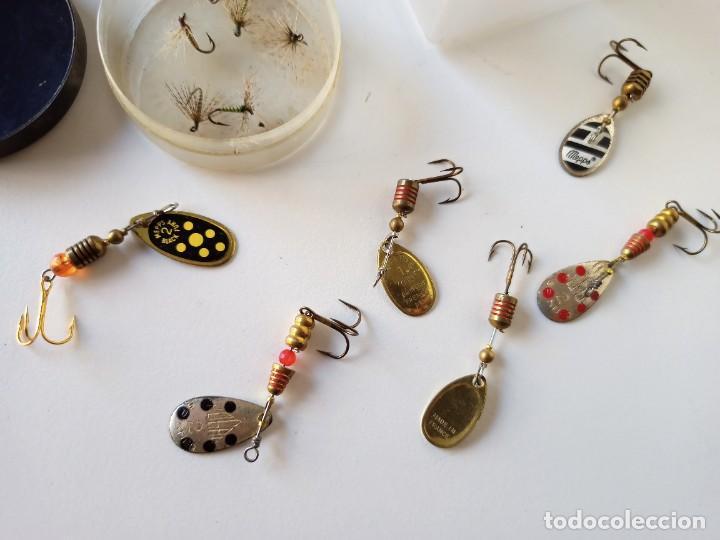 Coleccionismo deportivo: Lote utensilios de pesca, anzuelos, cucharillas, moscas, etc - Foto 3 - 266274518