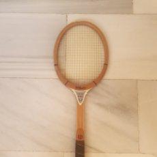 Coleccionismo deportivo: RAQUETA MADERA WILSON JIMMY CONNORS. Lote 270946823
