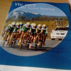 Coleccionismo deportivo: FOLLETO DEL EQUIPO CICLISTA PHONAK 2002,CON CALENDARIO, FOTOS DE TODA LA PLANTILLA,POSTER. Lote 277828288