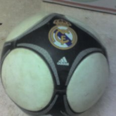 Coleccionismo deportivo: BALON REAL MADRID ADIDAS. Lote 16382039