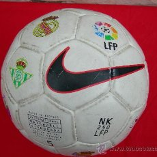 Coleccionismo deportivo: BALON DE FUTBOL NIKE CON ESCUDOS LFP. Lote 146569110
