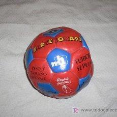 Coleccionismo deportivo: PELOTA FUTBOL FIRMADA F.C. BARCELONA TEMPORADA 92. Lote 27321299