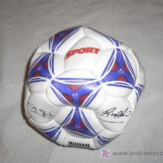 Coleccionismo deportivo: PELOTA FUTBOL FIRMADA DEL DIARIO SPORT. Lote 25756942