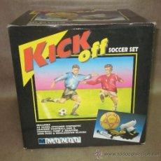Coleccionismo deportivo: SET DE FUTBOL,KICK OFF SOCCER SET,AÑOS 70 U 80,CAJA ORIGINAL. Lote 31557616