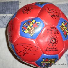 Coleccionismo deportivo: PELOTA FIRMADA TETRACAMPIÓ 91-92-93-94 F.C. BARCELONA . Lote 32762499