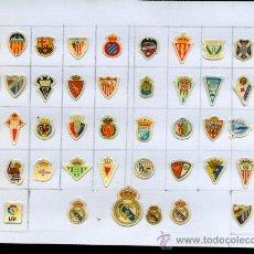 Coleccionismo deportivo: - COLECCION DE 43 ESCUDOS PEGATINAS DE FUTBOL ADHESIVOS. Lote 38464040