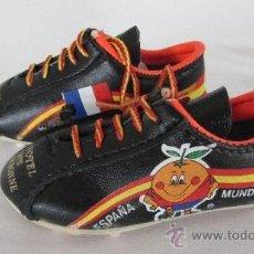 Coleccionismo deportivo: BOTAS DEL MUNDIAL 82. Lote 38919905