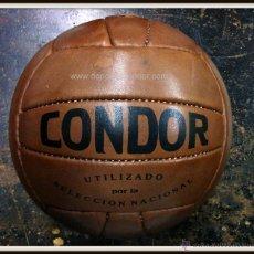 Coleccionismo deportivo: BALON CÒNDOR REPLICA AL UTILIZADO POR LA SELECCION NACIONAL A FINALES DE LOS AÑOS 40. Lote 195405107