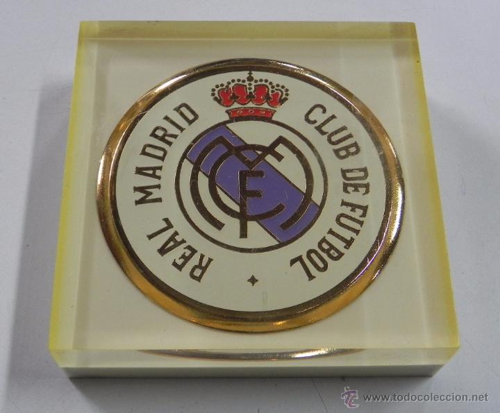 PISAPAPELES DEL REAL MADRID, ANTIGUO DE METACRILATO, MIDE 9 X 9 X 2,5 CMS. EXCELENTE ESTADO, MUY RA (Coleccionismo Deportivo - Material Deportivo - Fútbol)