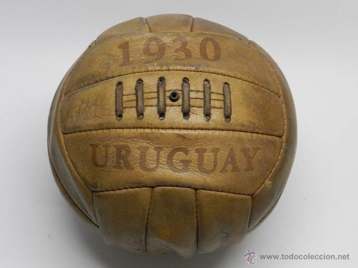 BALÓN DE FUTBOL URUGUAY 1930, REPLICA DEL BALÓN OFICIAL DE LOS MUNDIALES DE 1930. TIENE 12 GAJOS, E (Coleccionismo Deportivo - Material Deportivo - Fútbol)