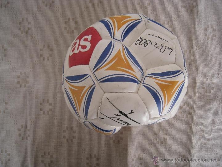 BALON ( AS ) CON FIRMAS SERIGRAFIADAS DE LOS ASES DEL REAL MADRID - AÑO 2.000. (Coleccionismo Deportivo - Material Deportivo - Fútbol)