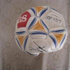 Coleccionismo deportivo: BALON ( AS ) CON FIRMAS SERIGRAFIADAS DE LOS ASES DEL REAL MADRID - AÑO 2.000.. Lote 51374286
