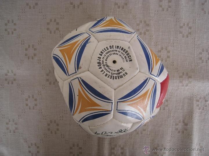 Coleccionismo deportivo: BALON ( AS ) CON FIRMAS SERIGRAFIADAS DE LOS ASES DEL REAL MADRID - AÑO 2.000. - Foto 5 - 51374286
