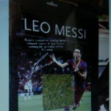 Coleccionismo deportivo: CESPED ESTADIO BARCELONA EN CAJA LEO MESSI. Lote 109013723