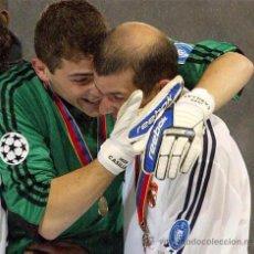 Coleccionismo deportivo: GUANTES IKER CASILLAS CHAMPIONS LEAGUE R.MADRID LEBERKUSEN LA NOVENA DEBUT IKER FIRMADOS MATCH WORN. Lote 53218372
