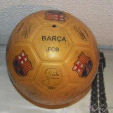 Coleccionismo deportivo: BALON DE FUTBOL DEL BARÇA FCB CON LAS FIRMAS DE LOS JUGADORES MESSI INIESTA ETC MADE IN SPAIN PFS. Lote 53439873