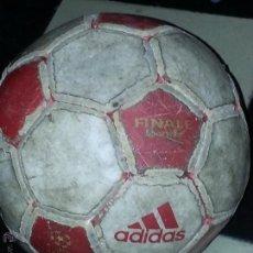 Coleccionismo deportivo: BALON DE FUTBOL ADIDAS JUGADO - UEFA CAHMPIONS LEAGUE OFFICIAL MATC - PAKISTAN. Lote 54165274