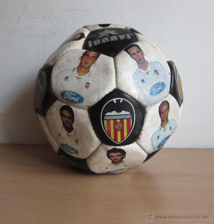 Coleccionismo deportivo: BALON DEL VALENCIA ANTIGUO - LUANVI - CON LOS JUGADORES - Foto 4 - 54205626