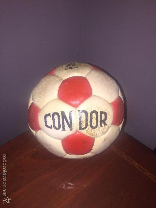 BALON CONDOR FIRMADO ATCO. MADRID AÑO 1982 (Coleccionismo Deportivo - Material Deportivo - Fútbol)