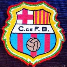 Coleccionismo deportivo: ANTIGUO PARCHE DE FUTBOL DE TELA C. DE F.B. AÑOS 40. SIN USO. F.C.BARCELONA. FCB. BARCA.. Lote 58073237
