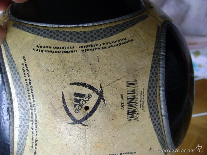 Coleccionismo deportivo: BALÓN ANTIGUO REAL MADRID ADIDAS CAPITANO 5 - Foto 3 - 58269213