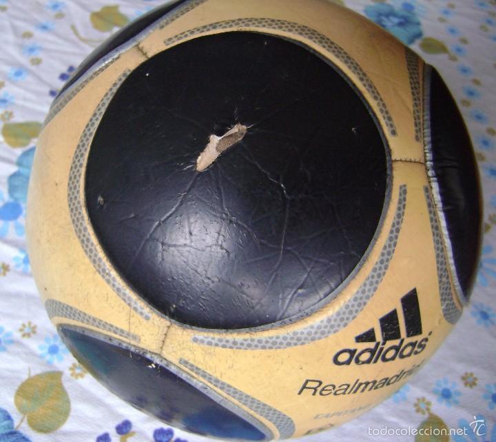Coleccionismo deportivo: BALÓN ANTIGUO REAL MADRID ADIDAS CAPITANO 5 - Foto 5 - 58269213