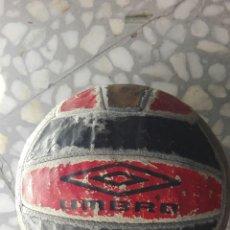 Coleccionismo deportivo: BALÓN DE FÚTBOL UMBRO. Lote 61186058