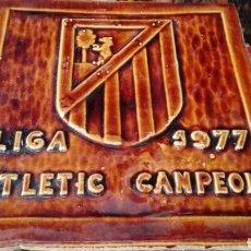 Coleccionismo deportivo: LIGA 1977 ATLETIC CAMPEON, PLACA CERÁMICA 32X32X1,5. Lote 62085542