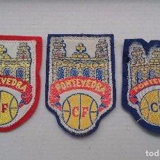 Coleccionismo deportivo: LOTE ESCUDOS PONTEVEDRA CLUB FUTBOL. ESCUDO TELA. Lote 66128818