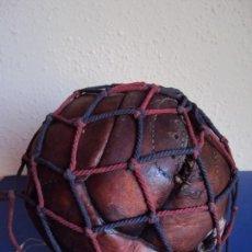 Coleccionismo deportivo: (F-170223)BALON FUTBOL 12 PANALES AÑOS 20-30 CON RED COLORES DEL F.C.BARCELONA. Lote 76215771