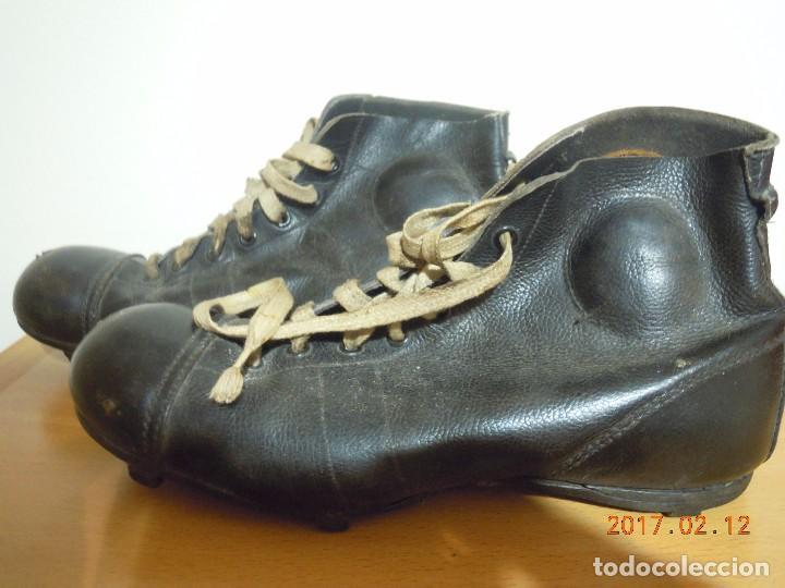Botas de fútbol años 1920-1930 con tiras de cue - Vendido en Venta ... 669fd300d17b3