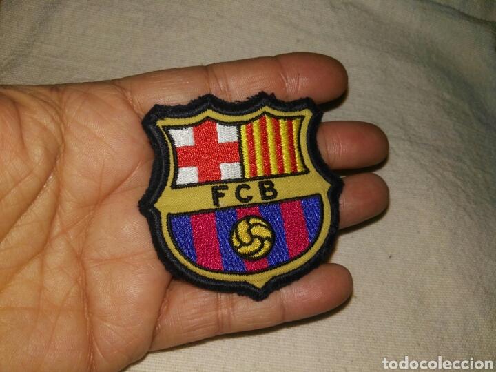 ANTIGUO ESCUDO FUERTE Y BIEN BORDADO DEL FUTBOL CLUB BARCELONA. (Coleccionismo Deportivo - Material Deportivo - Fútbol)