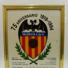 Coleccionismo deportivo: CUADRO DE TELA DEL 75 ANIVERSARIO 1919-1994 DEL VALENCIA C F. 43CM POR 34CM CD145. Lote 80084913