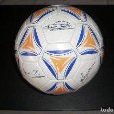 Coleccionismo deportivo: BALÓN REAL MADRID FIRMADO (FIRMAS IMPRESAS). PROMOCIÓN DIARIO AS 2000. MUY BUEN ESTADO. Lote 80891119