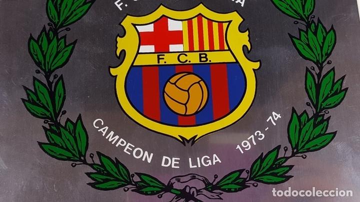 Coleccionismo deportivo: PLACA CONMEMORATIVA FC BARCELONA. CAMPEON LIGA 1973-74. METAL ESMALTADO. 1974. - Foto 4 - 82265052
