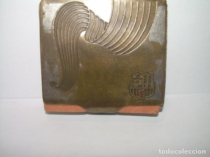 Coleccionismo deportivo: MUY ANTIGUO ESTUCHE PARA PAPEL DE FUMAR..C. DE F. BARCELONA. - Foto 2 - 84012312