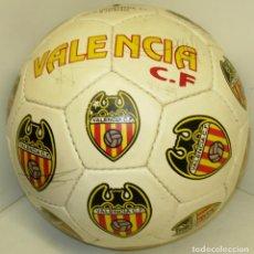 Coleccionismo deportivo: BALÓN FÚTBOL VALENCIA CF, CON FIRMAS DE LOS JUGADORES, PLANTILLA 1994-95. Lote 85644408