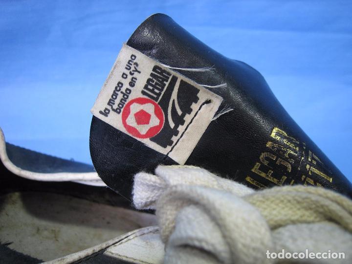 Coleccionismo deportivo: Botas de fútbol antiguas. Marca Legar.Fabricadas en España. Número 41 - Foto 2 - 171696854