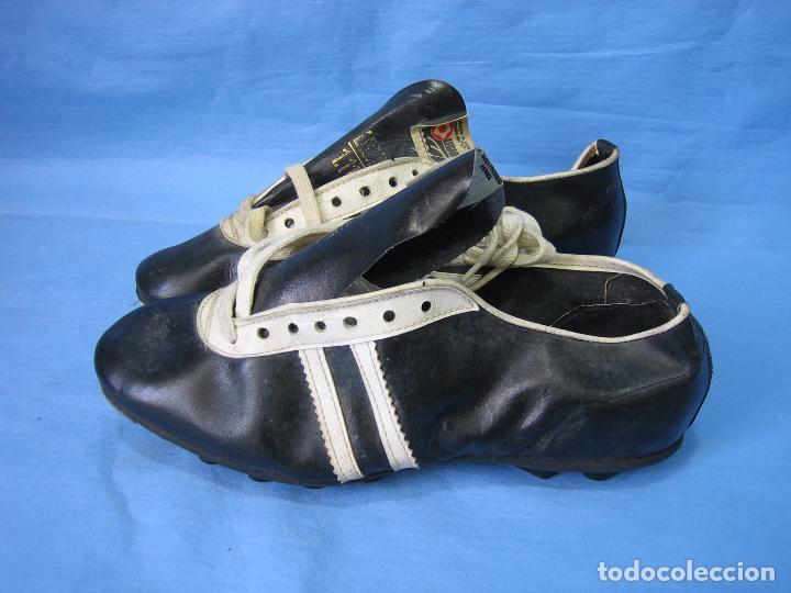 Coleccionismo deportivo: Botas de fútbol antiguas. Marca Legar.Fabricadas en España. Número 41 - Foto 5 - 171696854