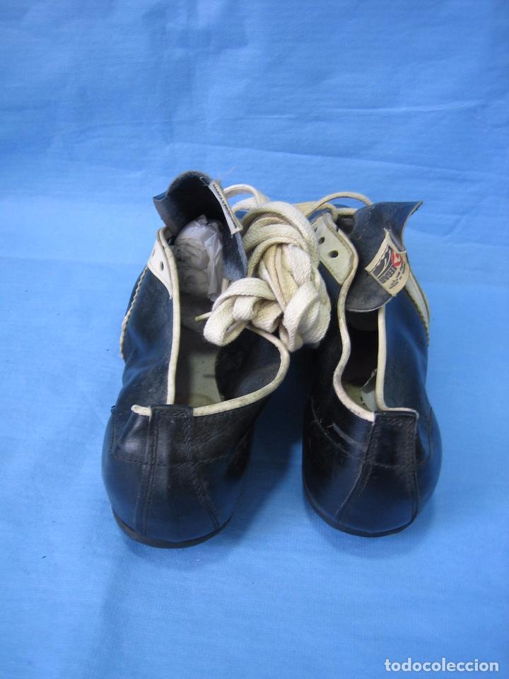 Coleccionismo deportivo: Botas de fútbol antiguas. Marca Legar.Fabricadas en España. Número 41 - Foto 6 - 171696854
