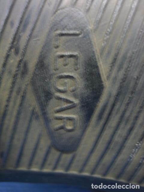 Coleccionismo deportivo: Botas de fútbol antiguas. Marca Legar.Fabricadas en España. Número 41 - Foto 7 - 171696854