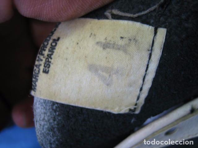 Coleccionismo deportivo: Botas de fútbol antiguas. Marca Legar.Fabricadas en España. Número 41 - Foto 9 - 171696854