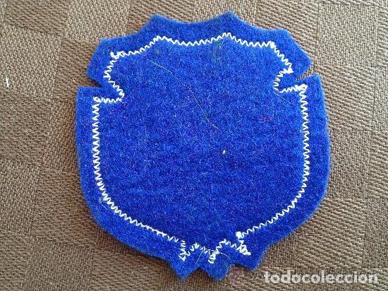 Coleccionismo deportivo: antiguo escudo camiseta modelo milan del futbol club f.c barcelona - Foto 2 - 93866980