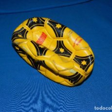 Coleccionismo deportivo: (M9 BALON PELOTA DE FUTBOL MARCA MAMBO GACELA , SEÑALES DE USO , PELOTA DESIMFLADA. Lote 95130483