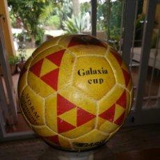 Coleccionismo deportivo: BALON DE FUTBOL ANTIGUO - GALAXIA CUP - NORM. REGLAMENTO F.I.F.A.. Lote 95541319